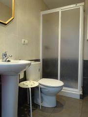 Bany amb dutxa a la planta baixa