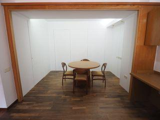 Zona de treball amb armaris