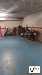 Parking moto en Carrer camp cires, 12. Inclou 3 places de moto