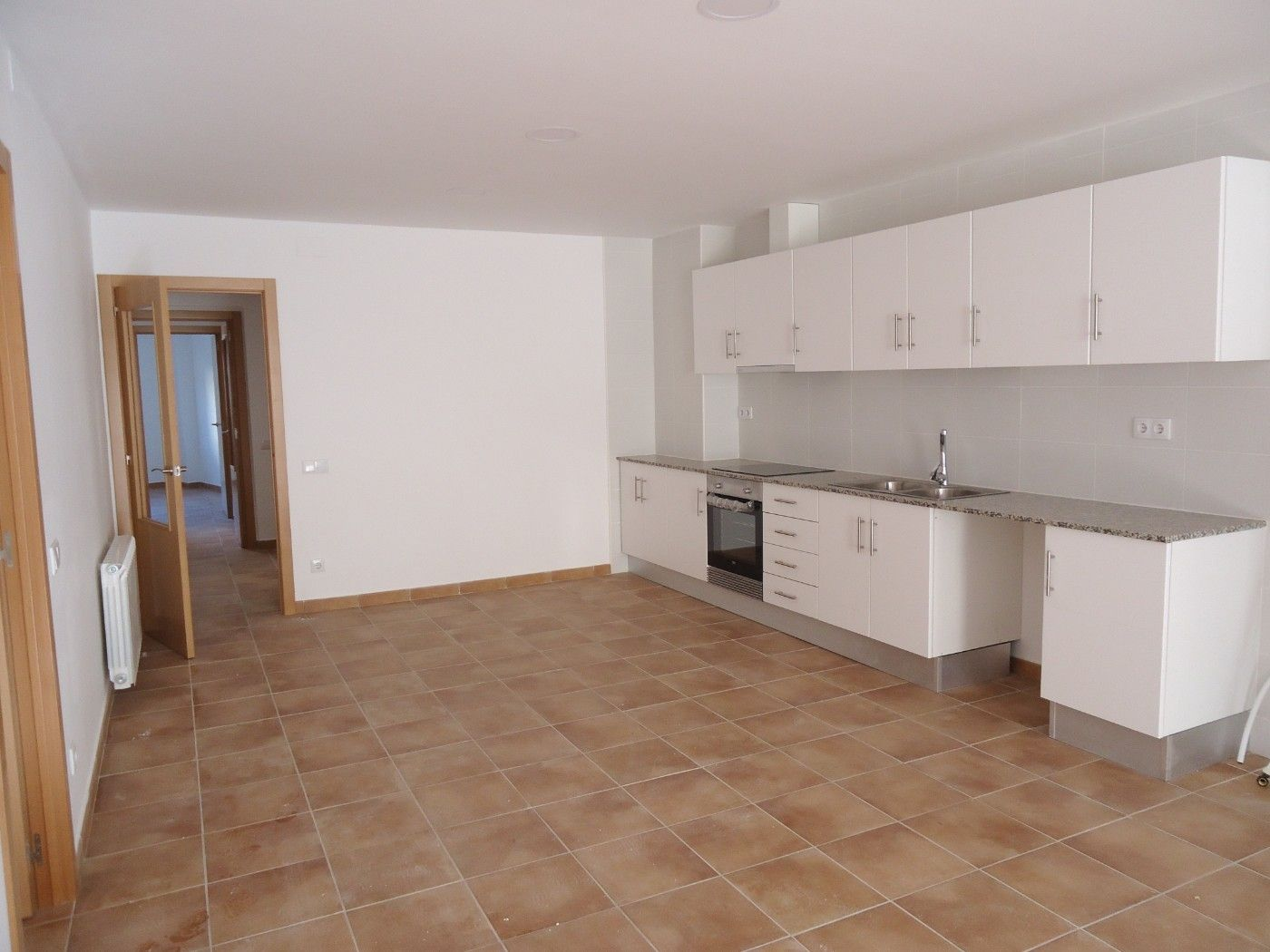 Rent Ground floor  Carrer antoni gaudi. Obra nueva de150m2 y patio 100m2