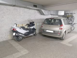 Parking voiture  Carrer girona. Parking coche y moto amplio