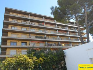 Apartment in Avinguda riells, 142. Apartament al costat del port