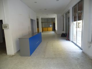 Lloguer Local Comercial  Carrer monturiol. Local de 200 m2 esquinero