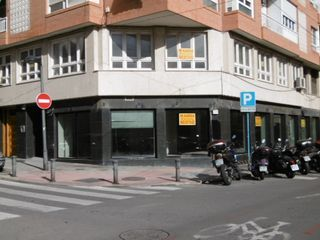 Affitto Locale commerciale in Calle alona, 29. Hace esquina