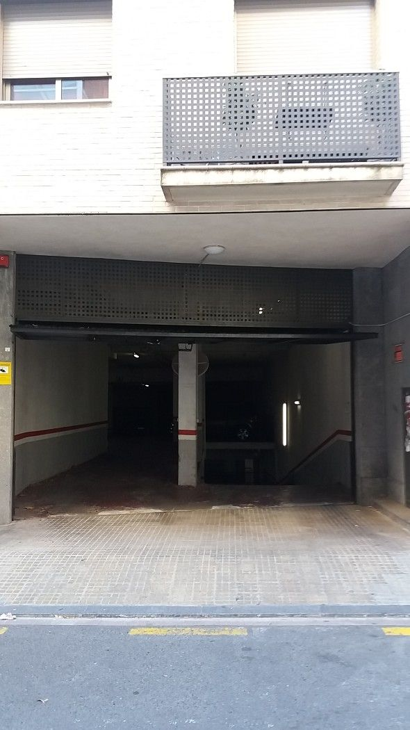 Parking coche en Carrer general moragues, 72. Trastero