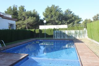 Semi detached house in Carrer emporda (cap de terme), 7. Adosado de 3 habitaciones