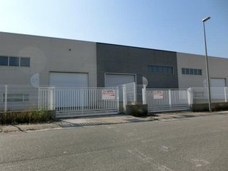Rent Industrial building in Santa Bàrbara