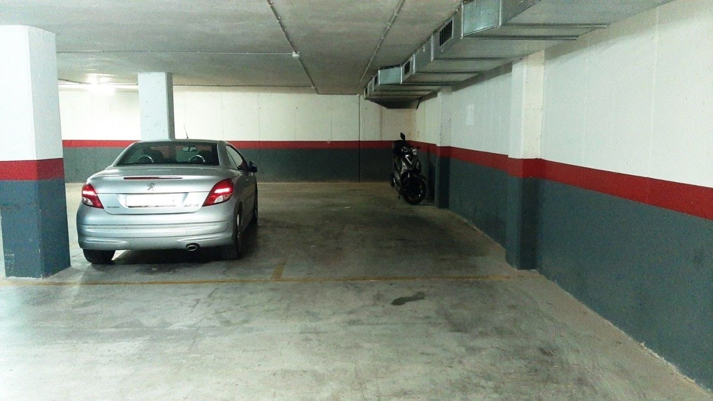 Location Parking voiture à Avinguda paisos catalans, 12. Parquing coche y moto urv