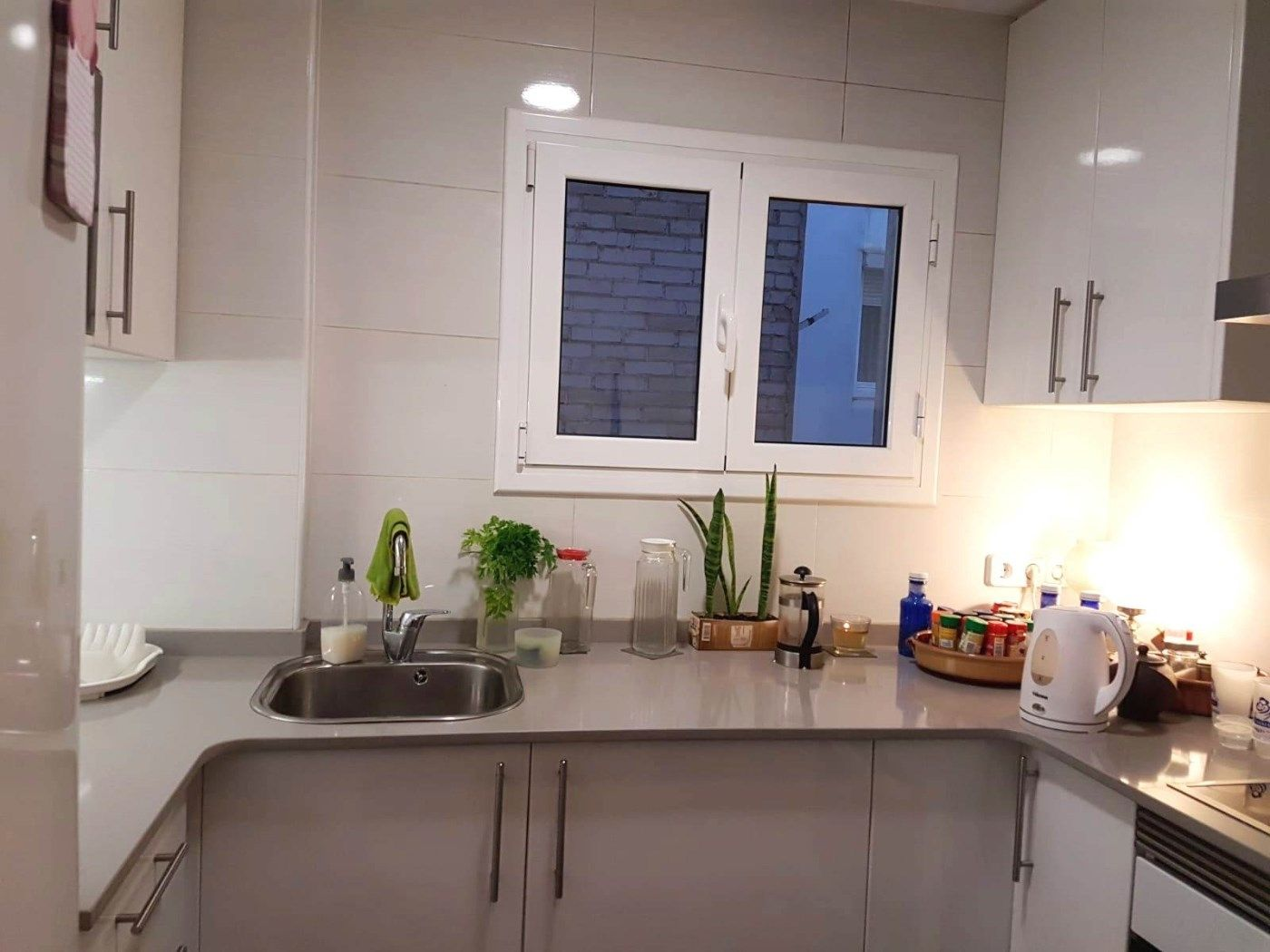 Rent Apartment  Carrer genova