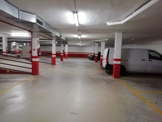 Car parking in Carrer cesar martinell i brunet (de), 30. Edificio seminuevo