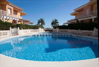 Semi detached house in Avenida estany (l´), 10. Adosado con vistas al mar