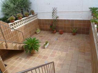 Towny house  Pueblo. Casa de 2 plantas con garaje, sótano y patio de 35 m2.