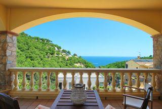 Maison jumelée dans Carrer ses falguerines, 50. Casa en venta, vistas al mar.