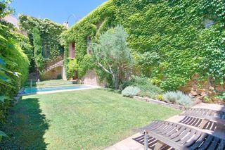 House  Casco antiguo. De pueblo con jardín y piscina