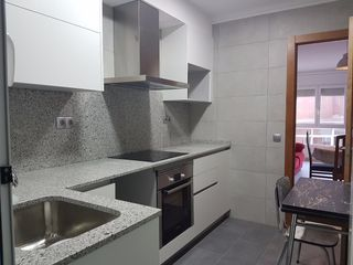 Location Appartement  Passeig pere iii. Pis amb cuina i bany nous!
