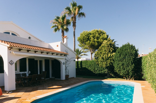 Casa  Sivines. Con jardín y piscina privados