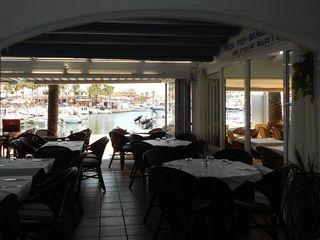 Restaurante  Passeig portitxol. Restaurante en lago calan bosch