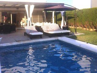 Chalet en Cala d´En Bosch-Serpentona. Con piscina privada