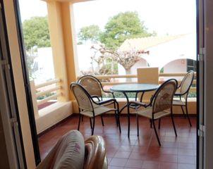 Apartamento  A 800 metros de la playa. Entresuelo con terraza y jardin