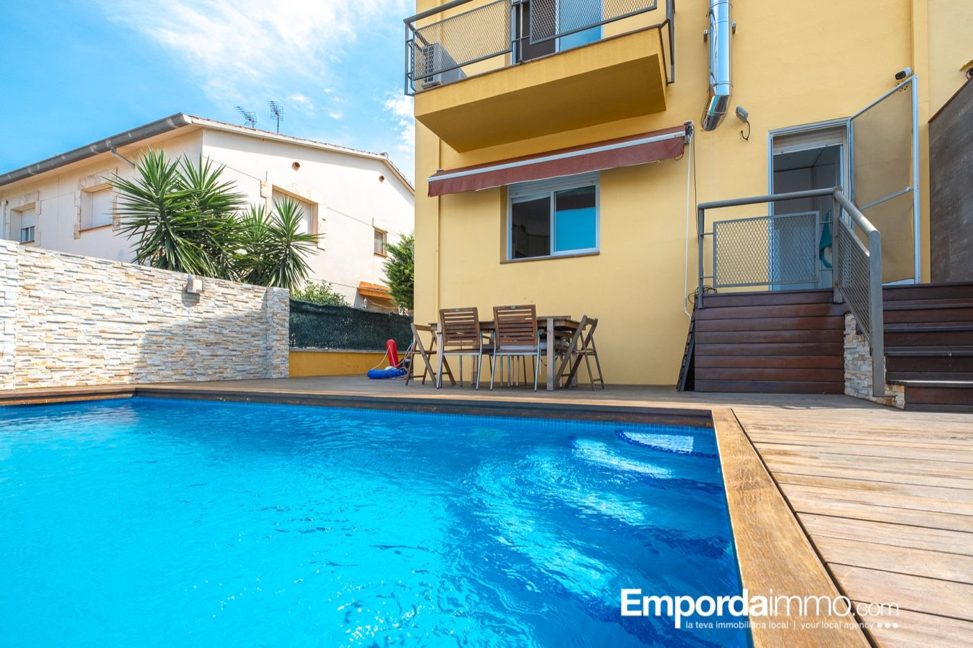 Semi detached house  Carrer risec. Casa con piscina