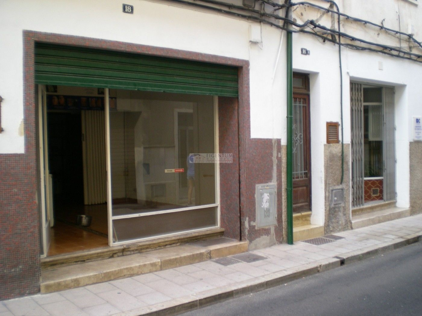 Local commercial à Carrer amistat, 18. Cochera en venta en manacor