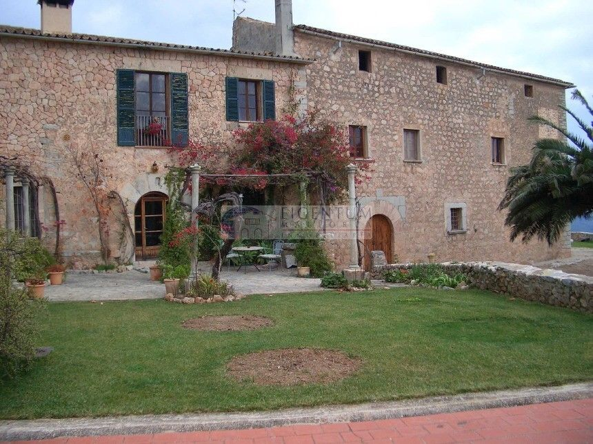 Country house in Esporles. Espectacular casa señorial