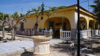 Xalet en Monforte del Cid. Con piscina