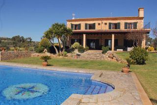 House in Manacor Centre. Casa rural en manacor