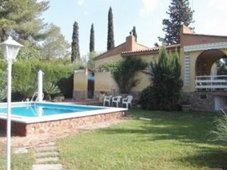 Chalet in Poligono 11, 645. Chalet independiente con parcela