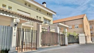 Semi detached house in Avenida Comunitat Valenciana, 9