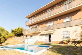 Casa  Urbanització santa maria de l´avall. Casa amb piscina a s. mª d´avall