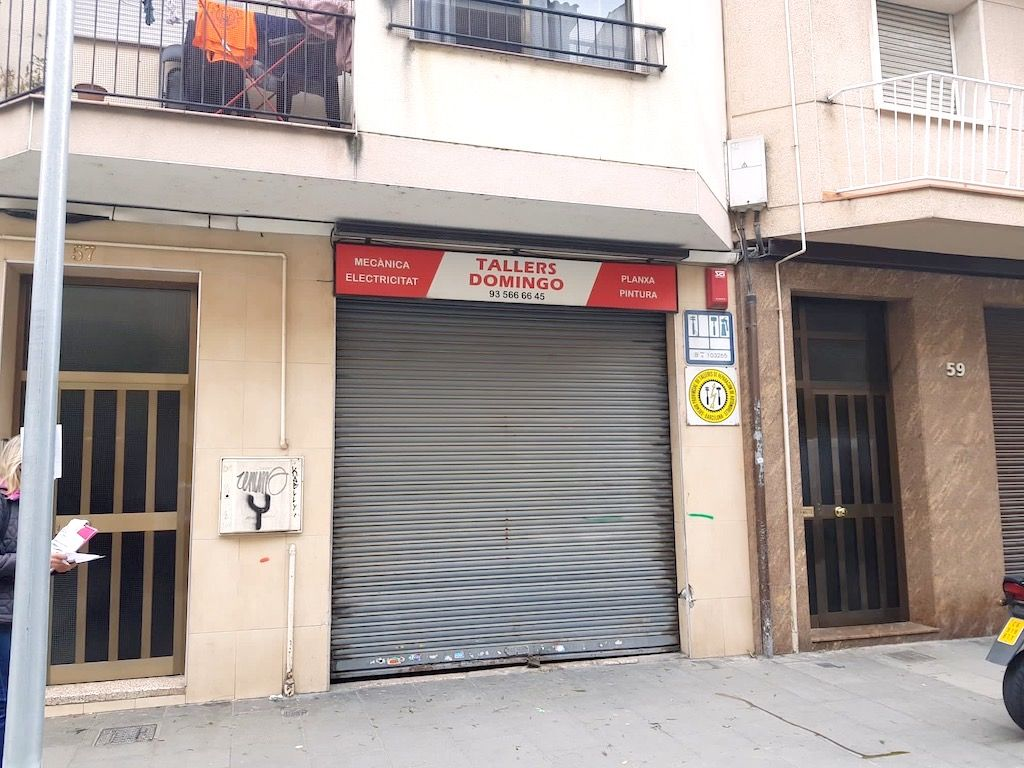 Business premise in Carrer francesc moragas, 57. Antiguo taller mecánico