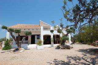 Chalet  6 km a la playa y al centro de pueblo. Preciosa casa de campo 6km a mar