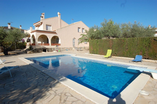Chalet Carrer Mar Roig. Villa con vista mare 200m