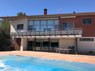 Casa  Carrer vilobi. Con piscina