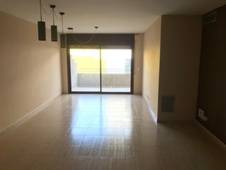 Rent Flat  Carrer sarriera. Piso de 3 dorm - zona estación