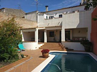 Semi detached house  Carrer estació (l´). Casa con piscina la granada