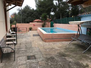 Chalet  Carrer camèlies (les). Con piscina y barbacoa