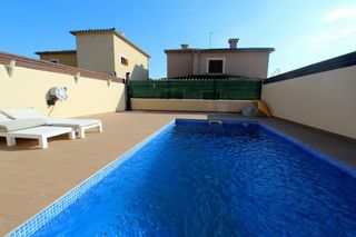 Semi detached house  Carrer jaume i. Chalet con piscina