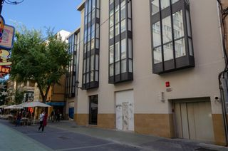 Rent Car parking in Carrer oms, 45. Plaza de parking en alquiler oms