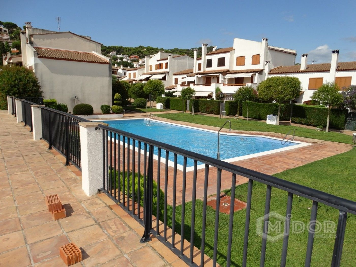 Casa adosada Carrer Goleta, 5. Jardín y piscina comunitaria