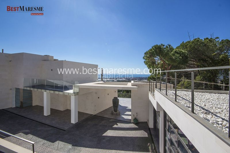 Grandes vistas al mar. Chalet in carrer infern d´en parera in Cabrils