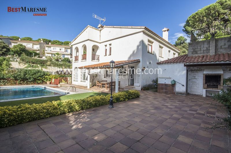 Parcela 1140 m2. Casa in carrer cirerers in Cabrils