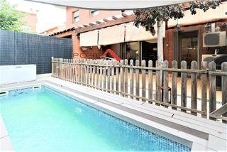 Dúplex  Carrer sis de desembre. Con terraza y piscina