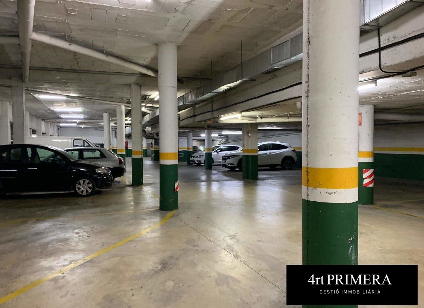 Location Parking voiture  Carrer jaume balmes. , amb traster,