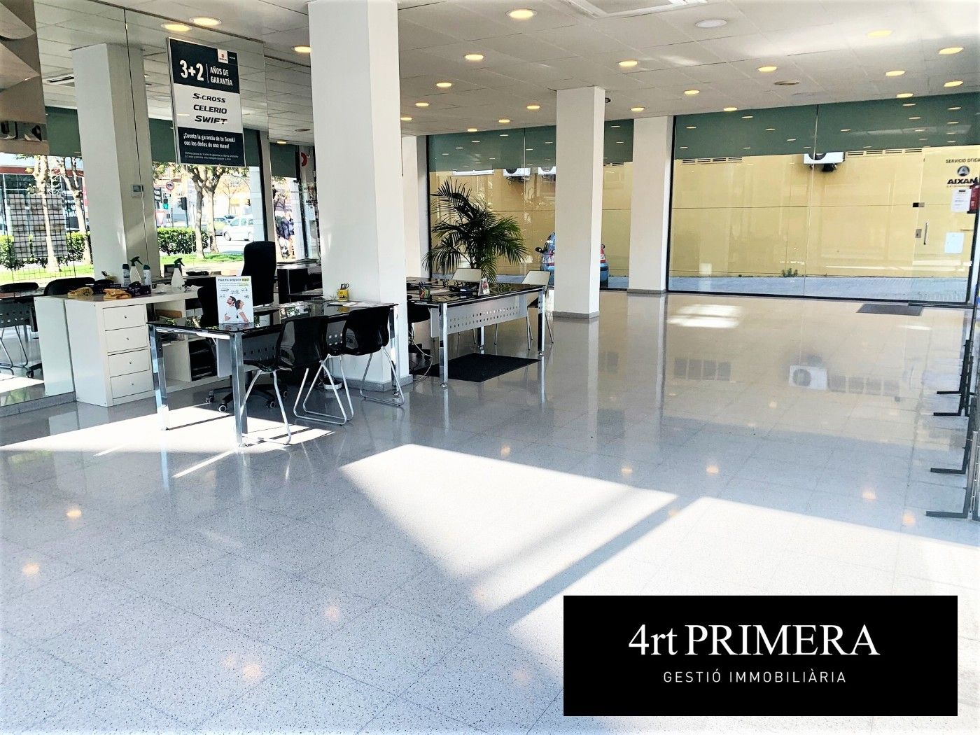 Rent Business premise  Carrer salvador casanova. , a 3 vents,