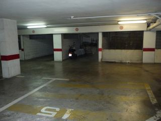 Parking coche en Carrer torrento, 43. Parking cerrado en centro