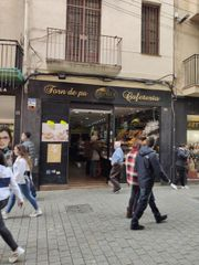 Alquiler Local Comercial en Carrer sant roc, 17. Local con salida de humos