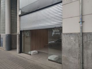 Alquiler Local Comercial en Carrer brutau, 100. Local con salida de humos