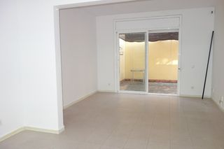 Rent Apartment  Carrer leon fontova. Bien ubicado